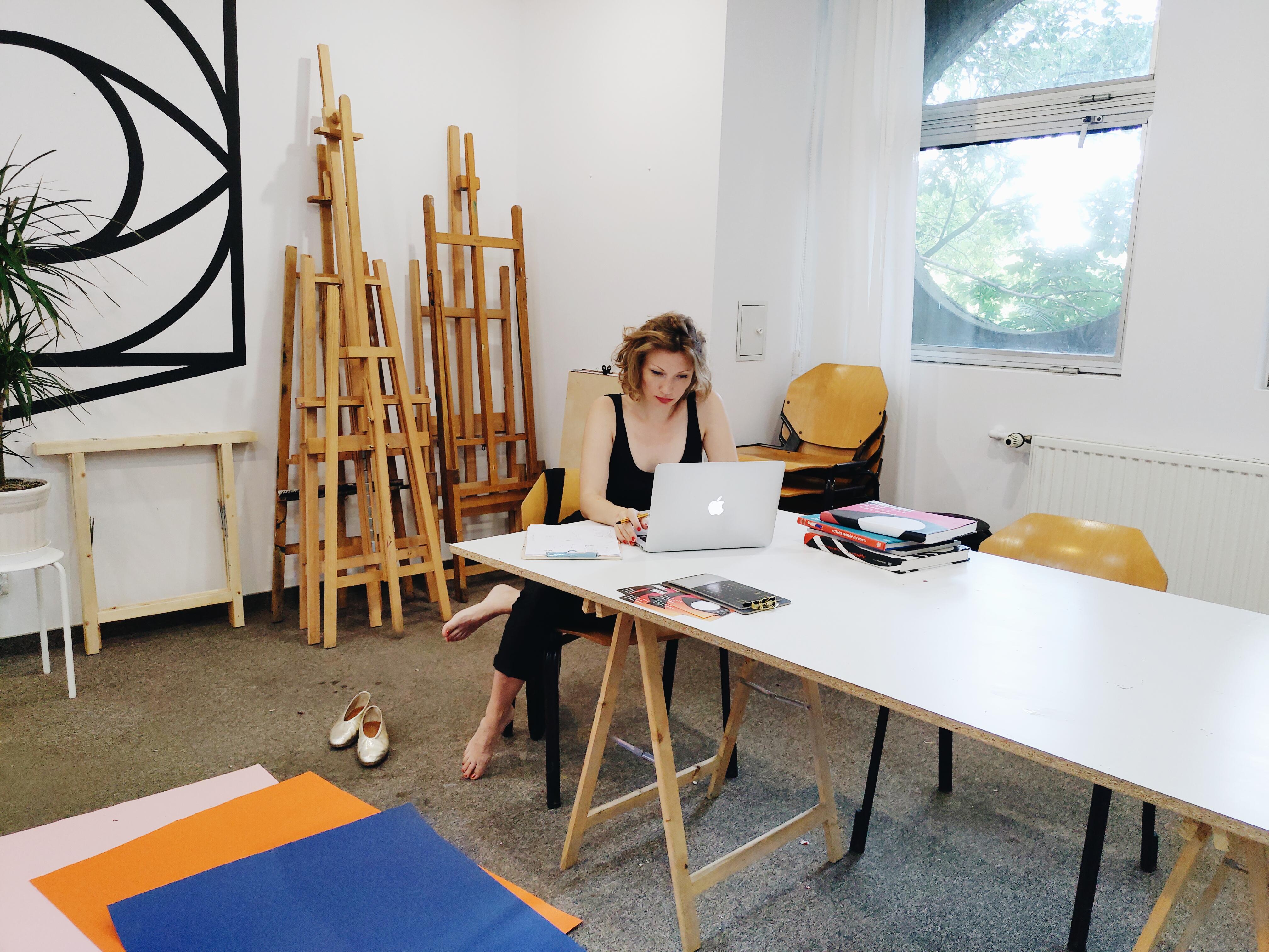 Ewa Zwarycz przygotowuje zajęcia rysunku i malunku na sezon jesienny